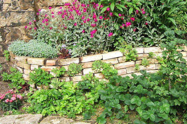Steinmauer Recycling Baumaterial